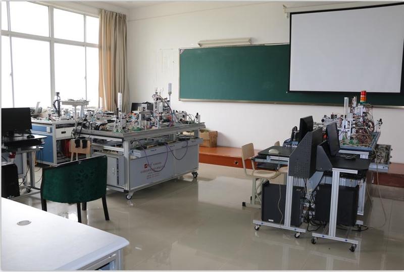 自动化生产线安装与调试实训室.jpg