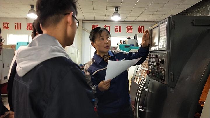 """安徽冶金科技职业学院机械系开展""""走进大师,感受匠心""""活动3.jpeg"""